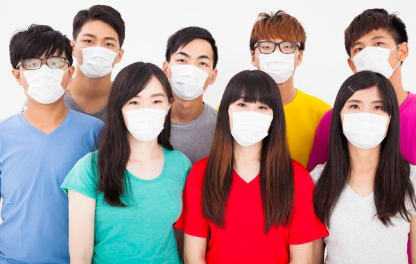 Neuroloog waarschuwt voor hersenbeschadiging door mondkapje